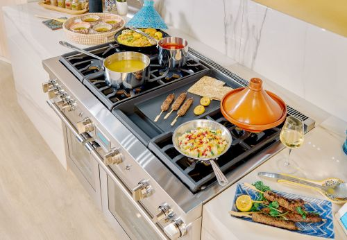 Model: PRD48WISGU | Thermador 48-Inch Pro Grand® Commercial Depth Dual Fuel Steam Range with Induction Burner