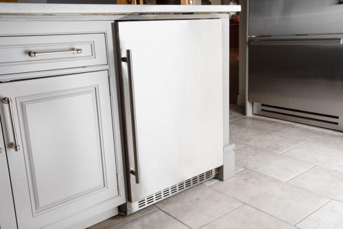 "Model: A224R-S | Azure  24"" Wide Refrigertor 2.0"